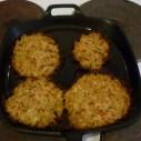 Pastinaak- aardappelrösti in pan uit de oven