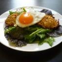 Pastinaak- aardappelrösti met salade en ei